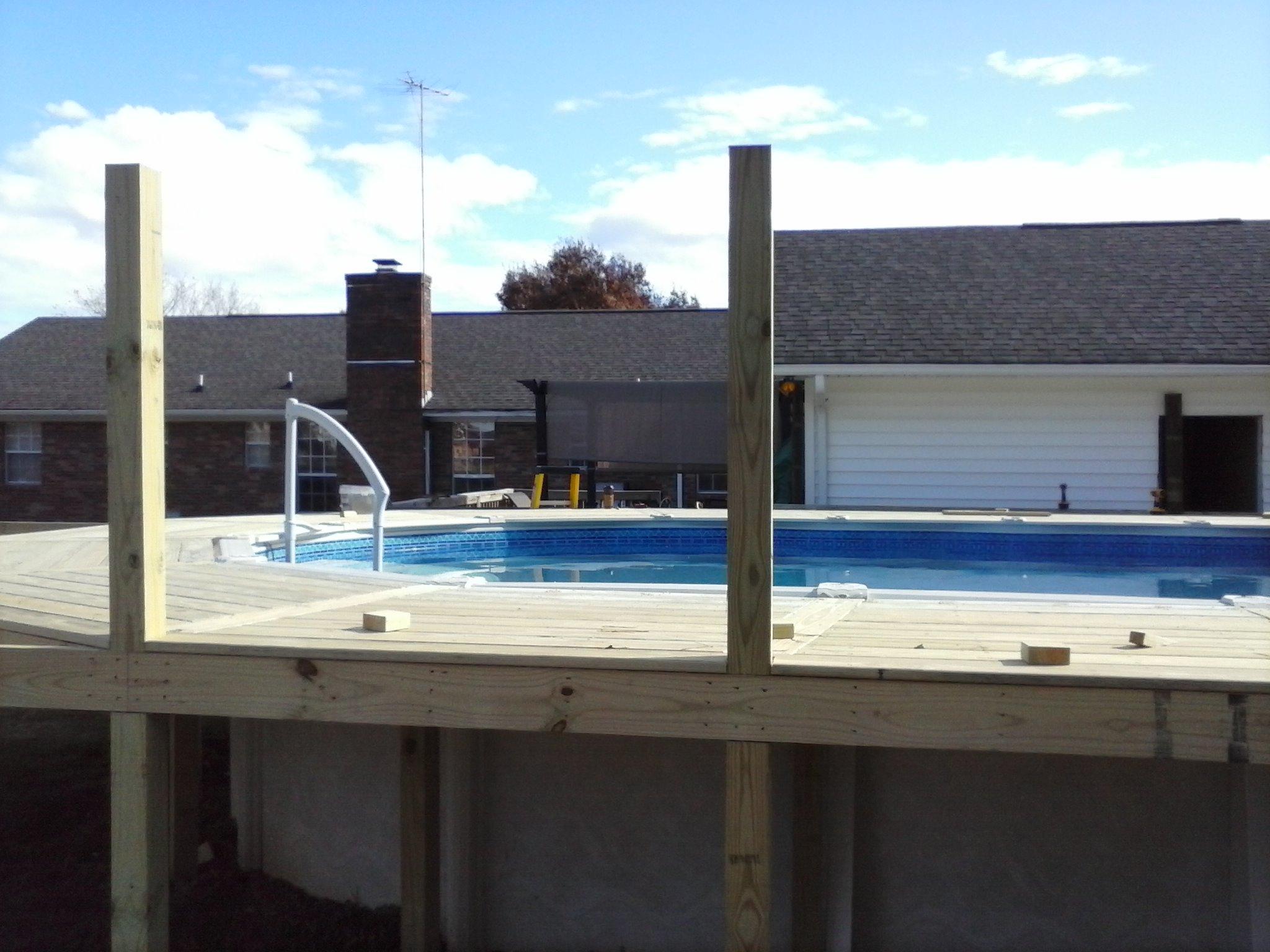 decking pattern around a swimming pool
