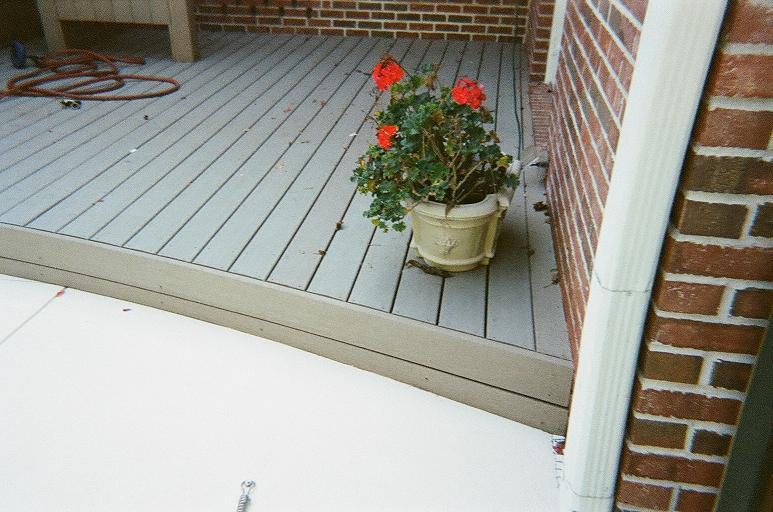 Curved step on the deck